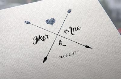 sello corazón y flecha